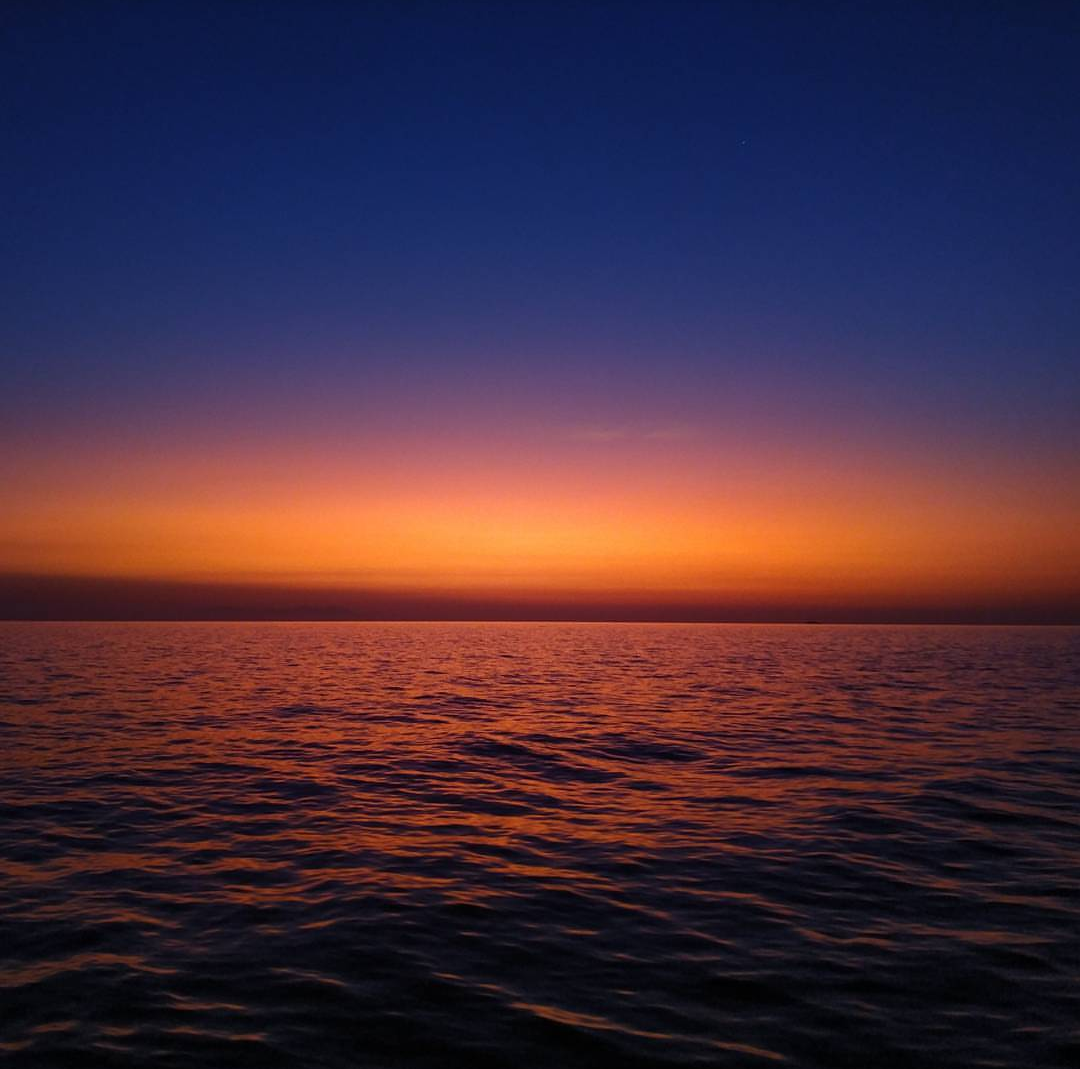 Amazingly beautiful sunrise in the sea - Harba Blog