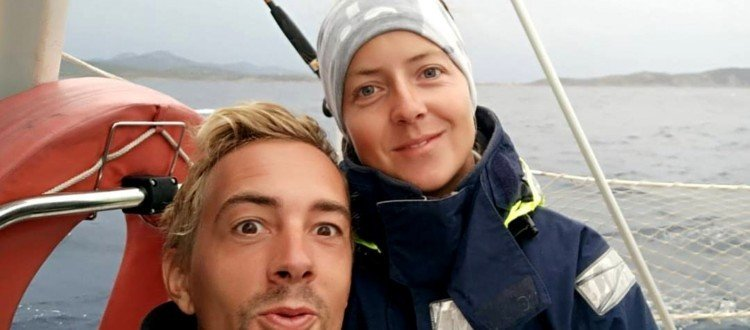 Sailing couple on a sailboat - Harba Blog