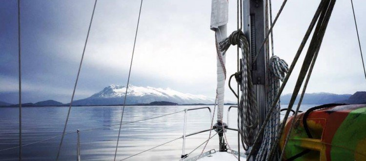 Sailing along the Norwegian coast and living on a boat alone