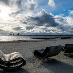 Marina Altefähr beach and three benches - Harba