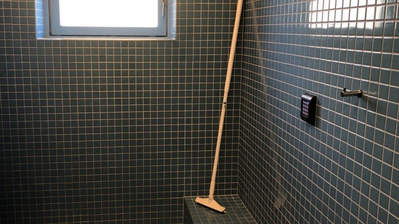 Shower room with access control at Vejle marina