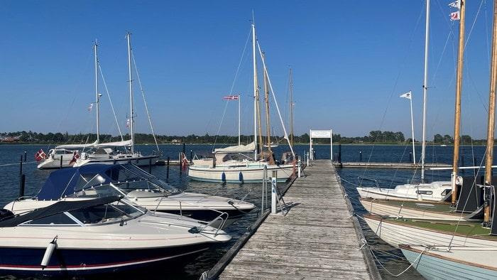 Korshavn boat bridge with boats